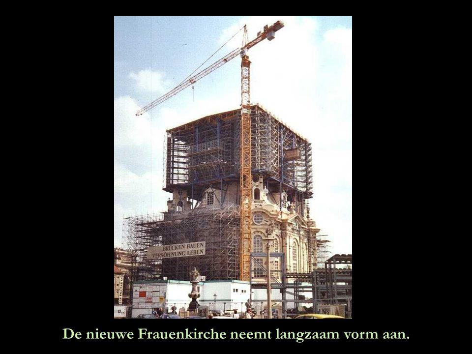De nieuwe Frauenkirche neemt langzaam vorm aan.