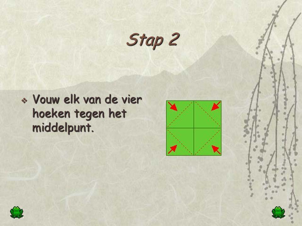 Stap 2 Vouw elk van de vier hoeken tegen het middelpunt.