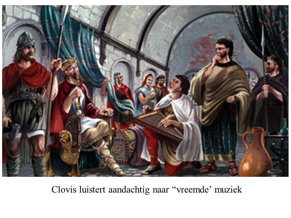 Clovis luistert aandachtig naar vreemde' muziek