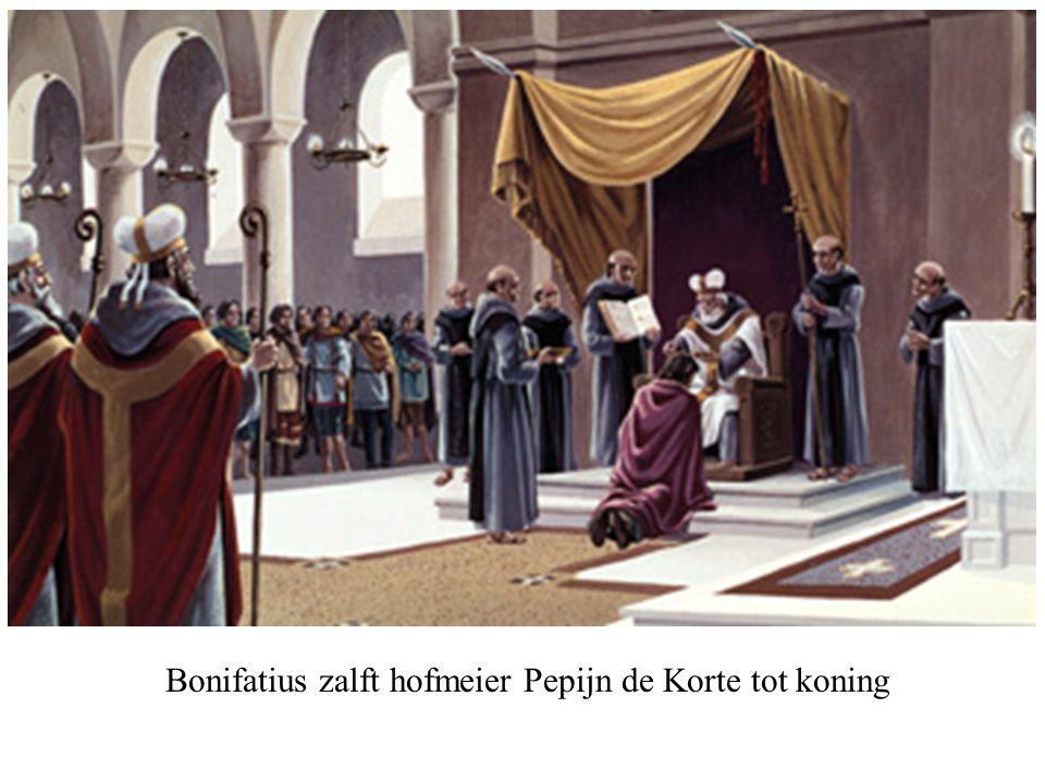 Bonifatius zalft hofmeier Pepijn de Korte tot koning
