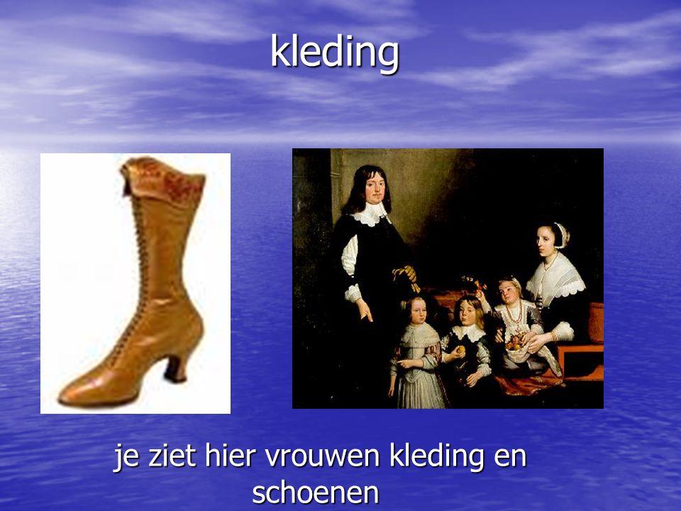 je ziet hier vrouwen kleding en schoenen