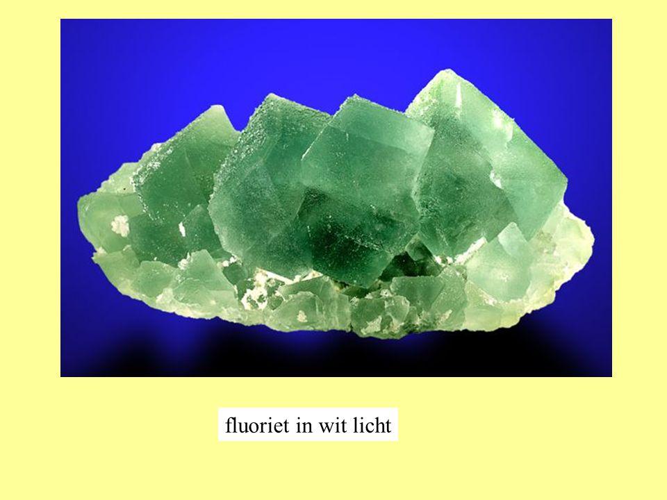 fluoriet in wit licht