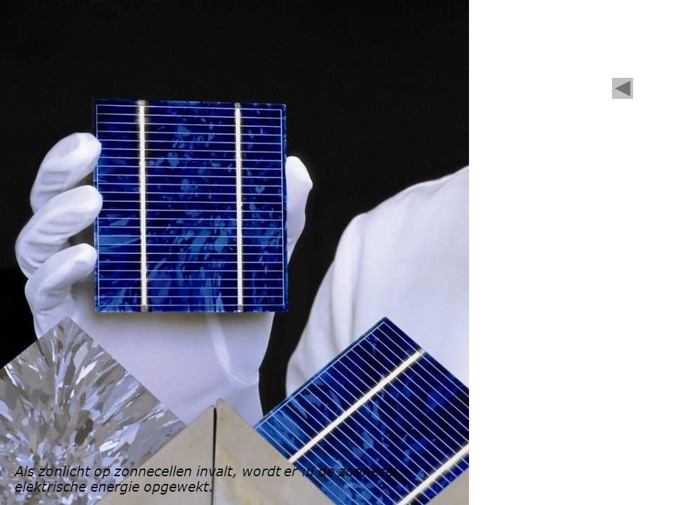 Als zonlicht op zonnecellen invalt, wordt er in de zonnecel elektrische energie opgewekt.