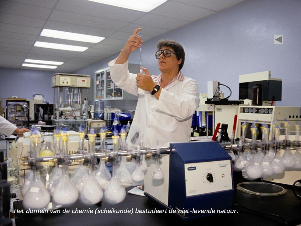 Het domein van de chemie (scheikunde) bestudeert de niet-levende natuur.