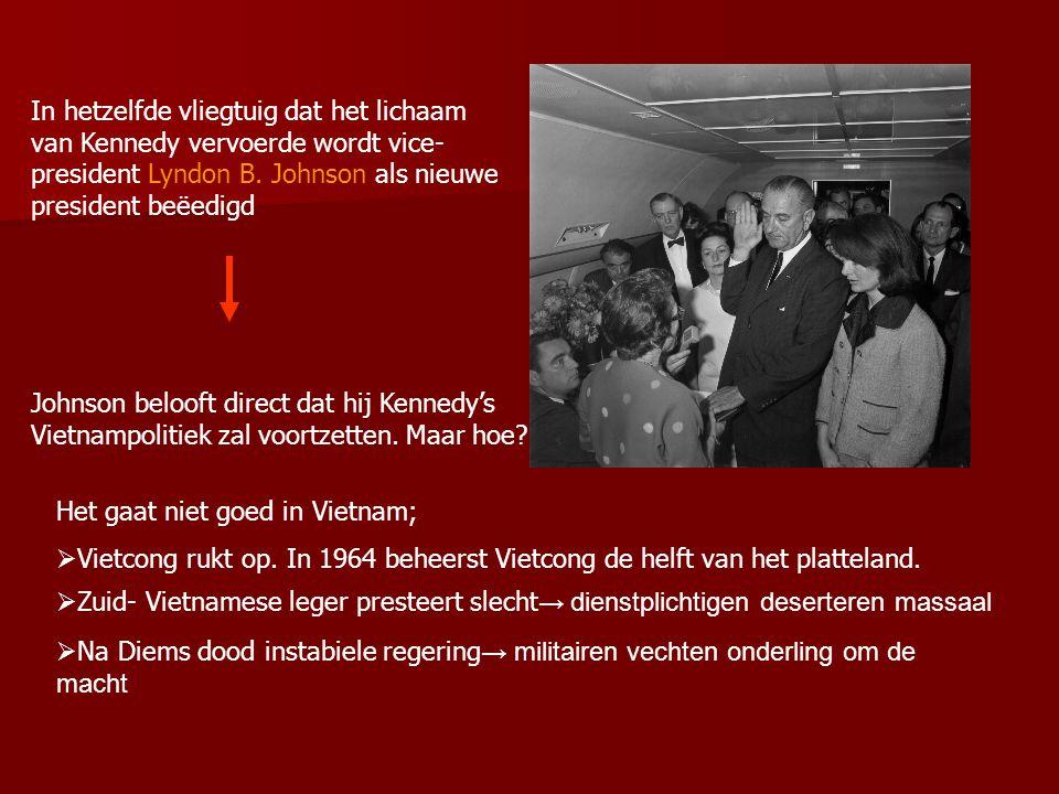 In hetzelfde vliegtuig dat het lichaam van Kennedy vervoerde wordt vice-president Lyndon B. Johnson als nieuwe president beëedigd