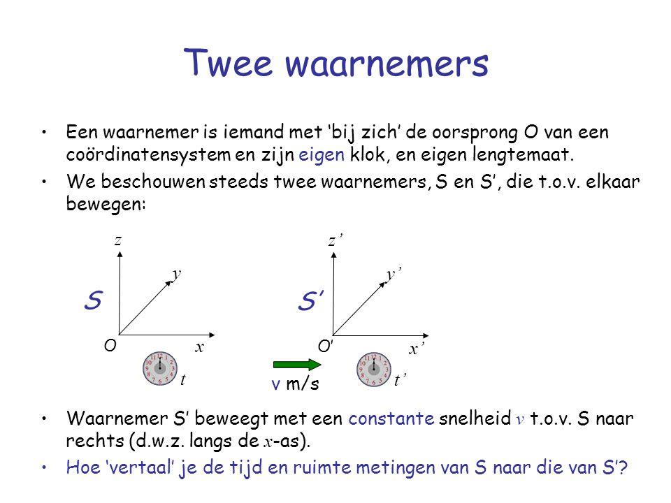 Twee waarnemers Een waarnemer is iemand met 'bij zich' de oorsprong O van een coördinatensystem en zijn eigen klok, en eigen lengtemaat.