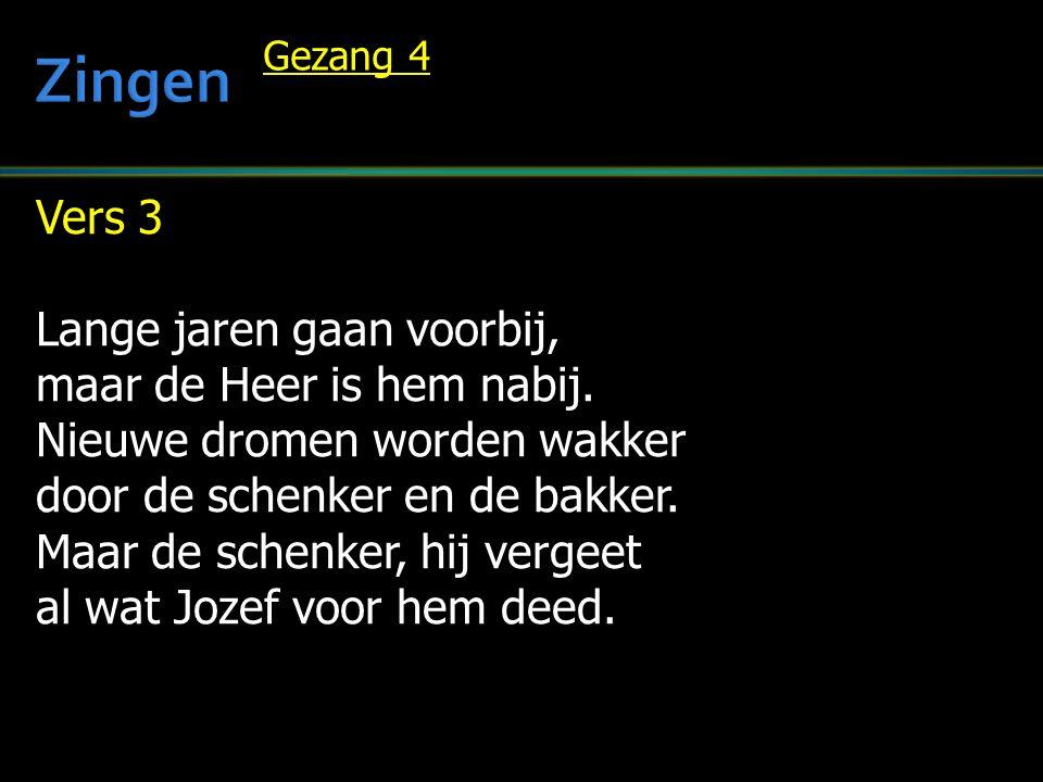Zingen Vers 3 Lange jaren gaan voorbij, maar de Heer is hem nabij.