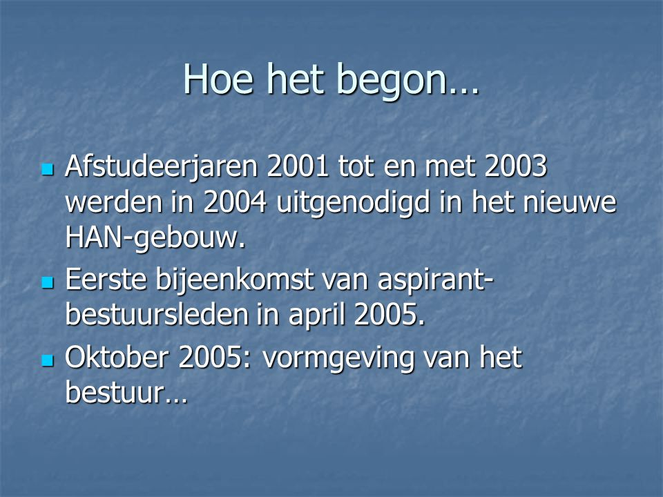 Hoe het begon… Afstudeerjaren 2001 tot en met 2003 werden in 2004 uitgenodigd in het nieuwe HAN-gebouw.
