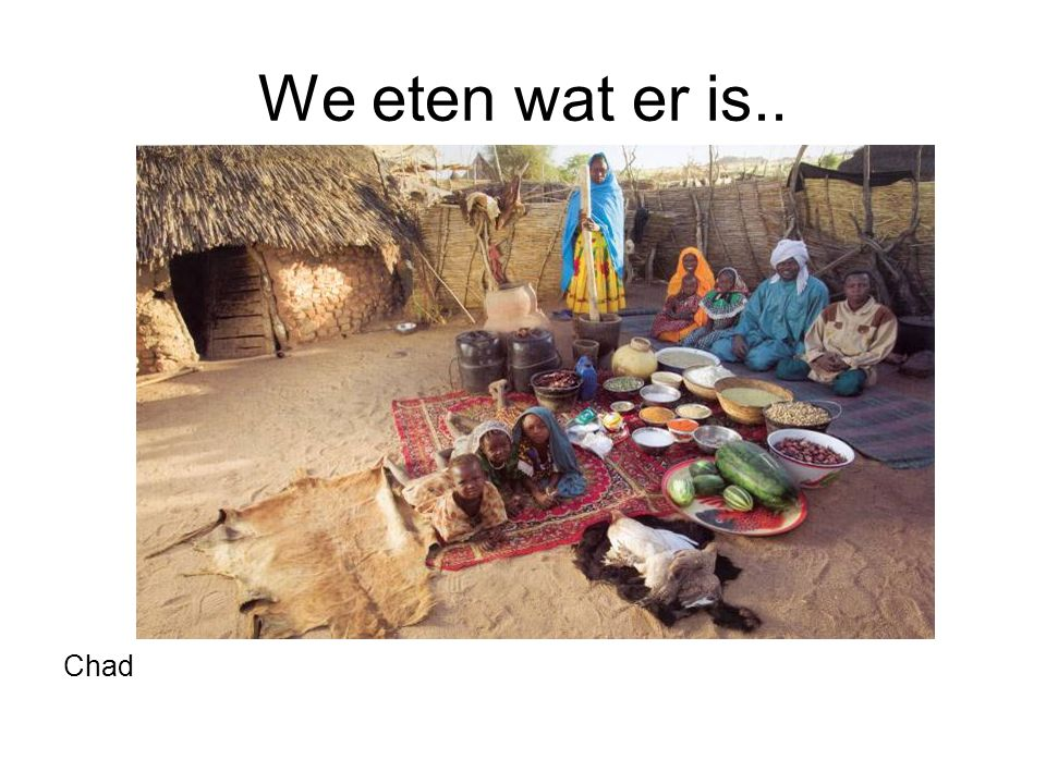 We eten wat er is.. Chad. Familie De Mustapha (Dar Es Salaam) een week aan voedsel. Boek Hungry planet: What the world eats.