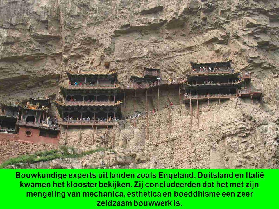 Bouwkundige experts uit landen zoals Engeland, Duitsland en Italië kwamen het klooster bekijken.