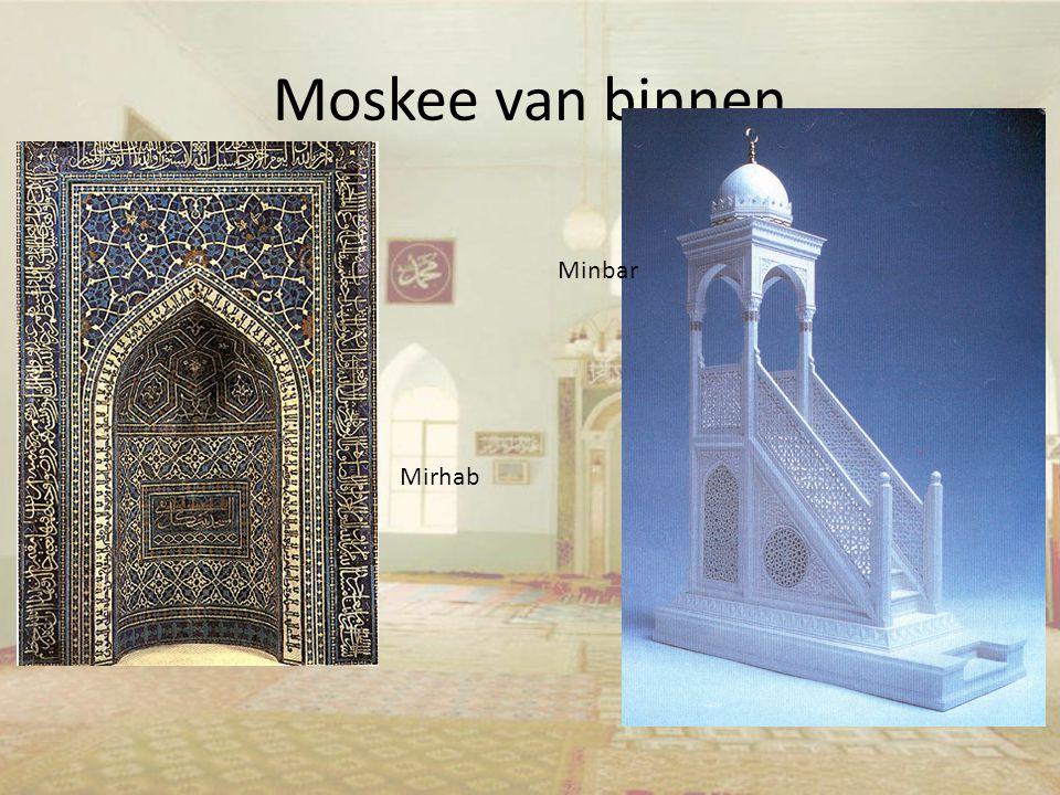 Moskee van binnen Minbar Mirhab