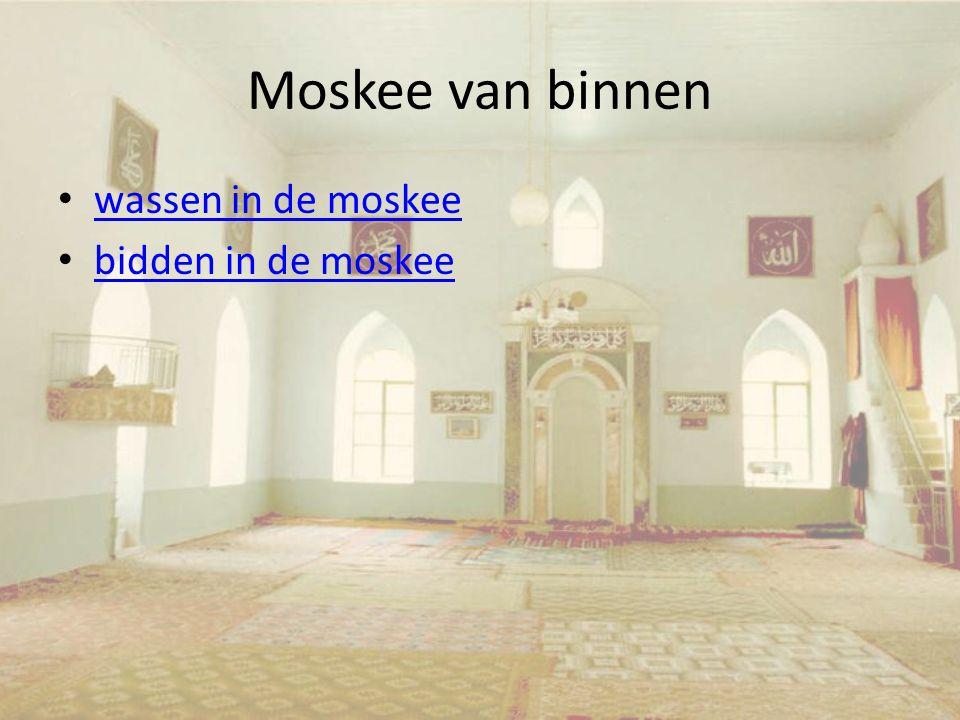 Moskee van binnen wassen in de moskee bidden in de moskee