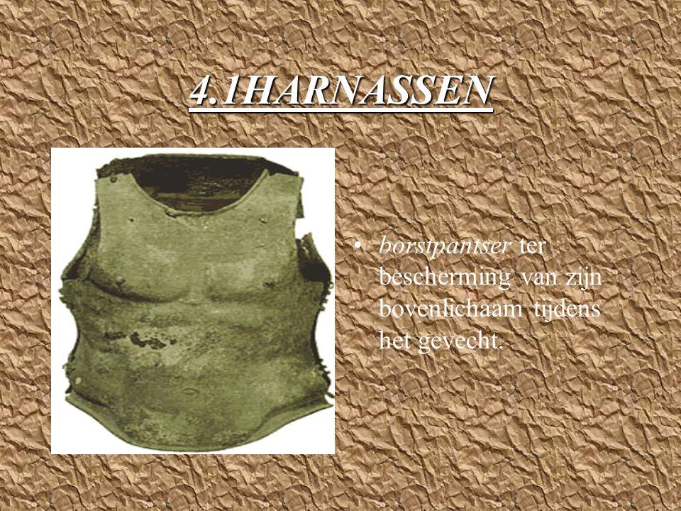 4.1HARNASSEN borstpantser ter bescherming van zijn bovenlichaam tijdens het gevecht.