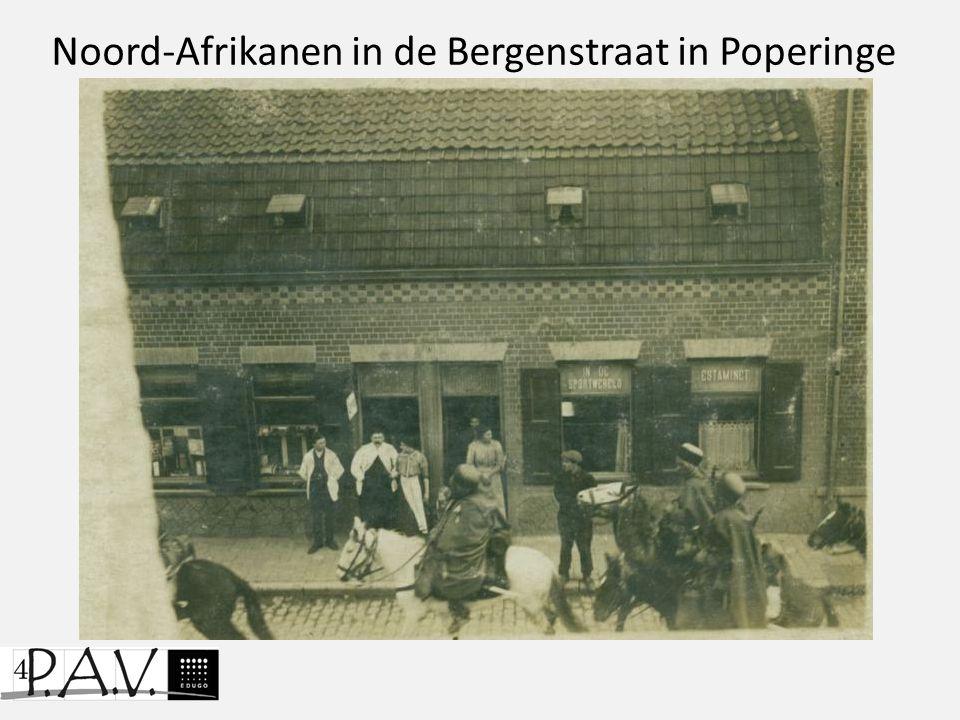 Noord-Afrikanen in de Bergenstraat in Poperinge