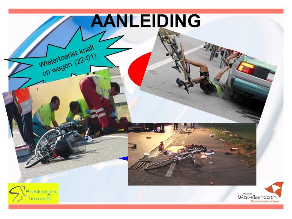 AANLEIDING Wielertoerist knalt op wagen (22-01)