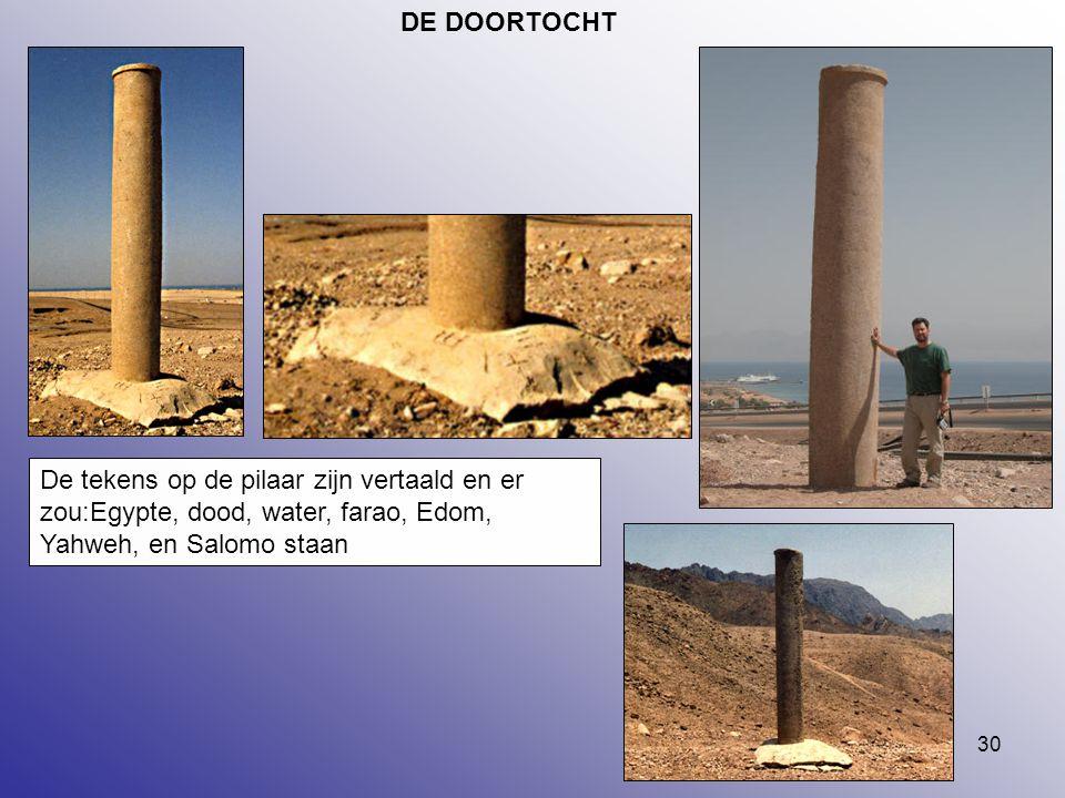 DE DOORTOCHT De tekens op de pilaar zijn vertaald en er zou:Egypte, dood, water, farao, Edom, Yahweh, en Salomo staan.