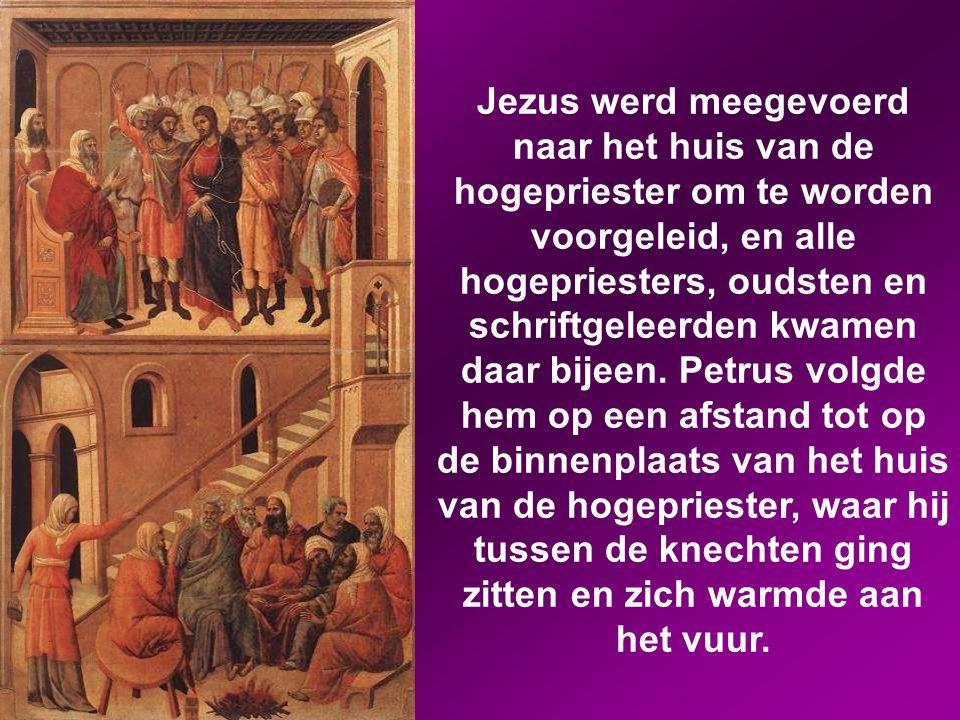Jezus werd meegevoerd naar het huis van de hogepriester om te worden voorgeleid, en alle hogepriesters, oudsten en schriftgeleerden kwamen daar bijeen.
