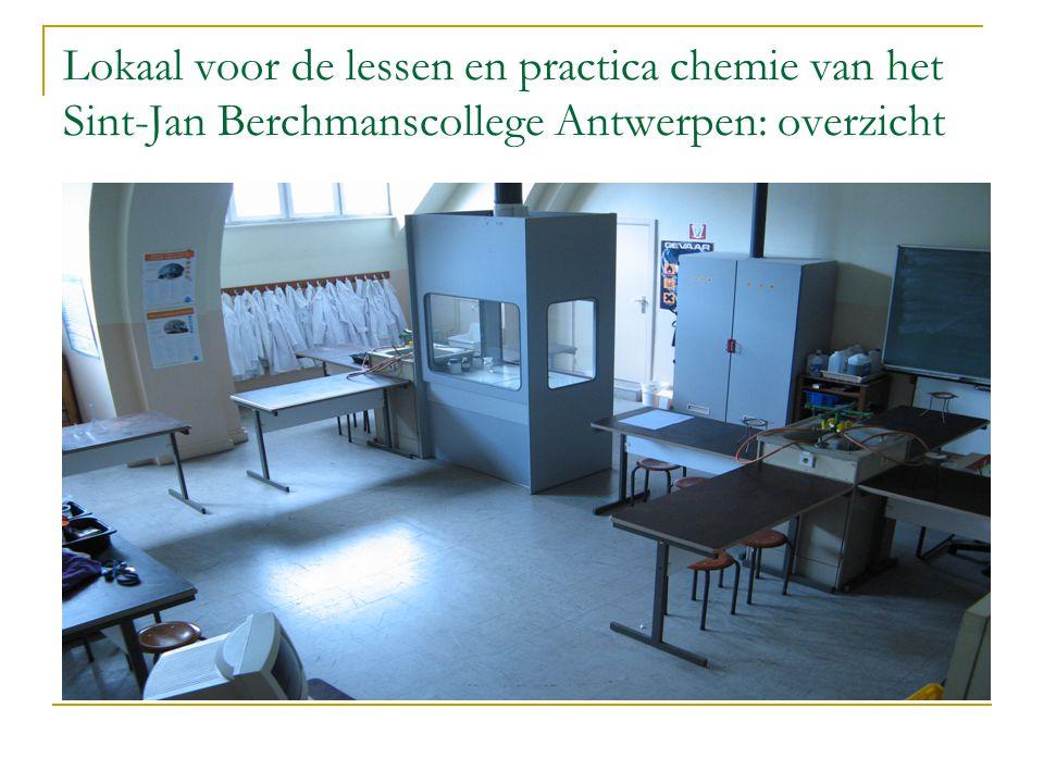 Lokaal voor de lessen en practica chemie van het Sint-Jan Berchmanscollege Antwerpen: overzicht