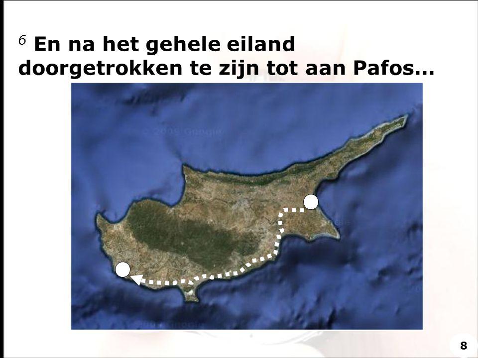 6 En na het gehele eiland doorgetrokken te zijn tot aan Pafos…