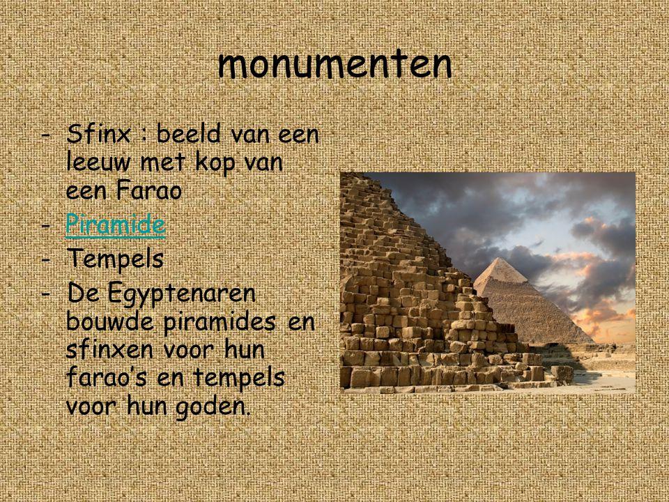 monumenten Sfinx : beeld van een leeuw met kop van een Farao Piramide