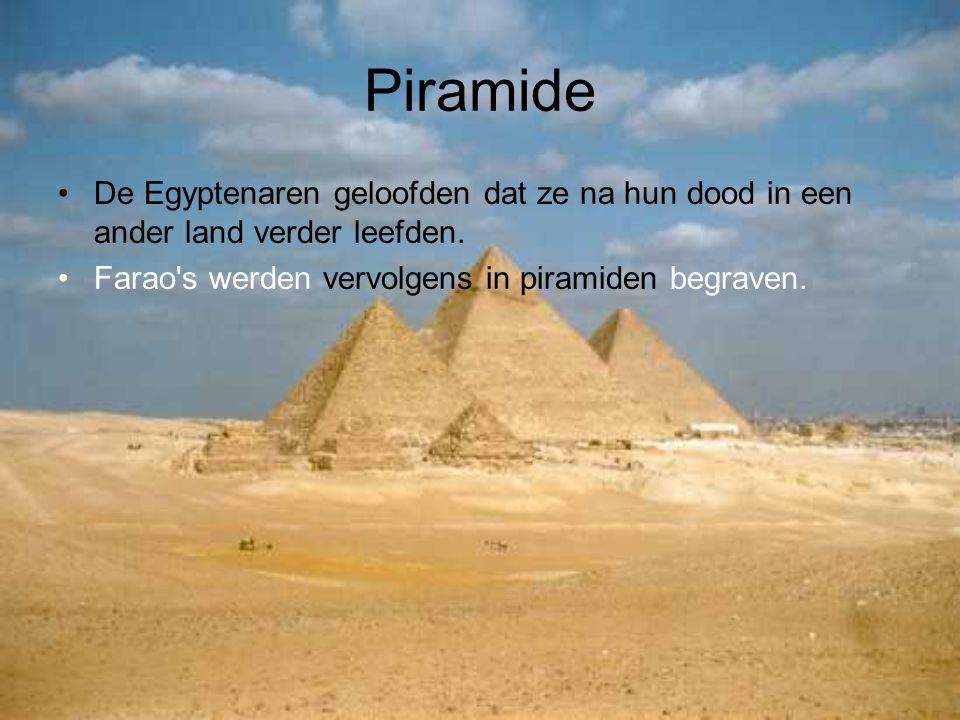 Piramide De Egyptenaren geloofden dat ze na hun dood in een ander land verder leefden.