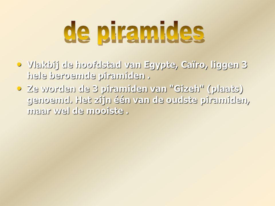 de piramides Vlakbij de hoofdstad van Egypte, Caïro, liggen 3 hele beroemde piramiden .
