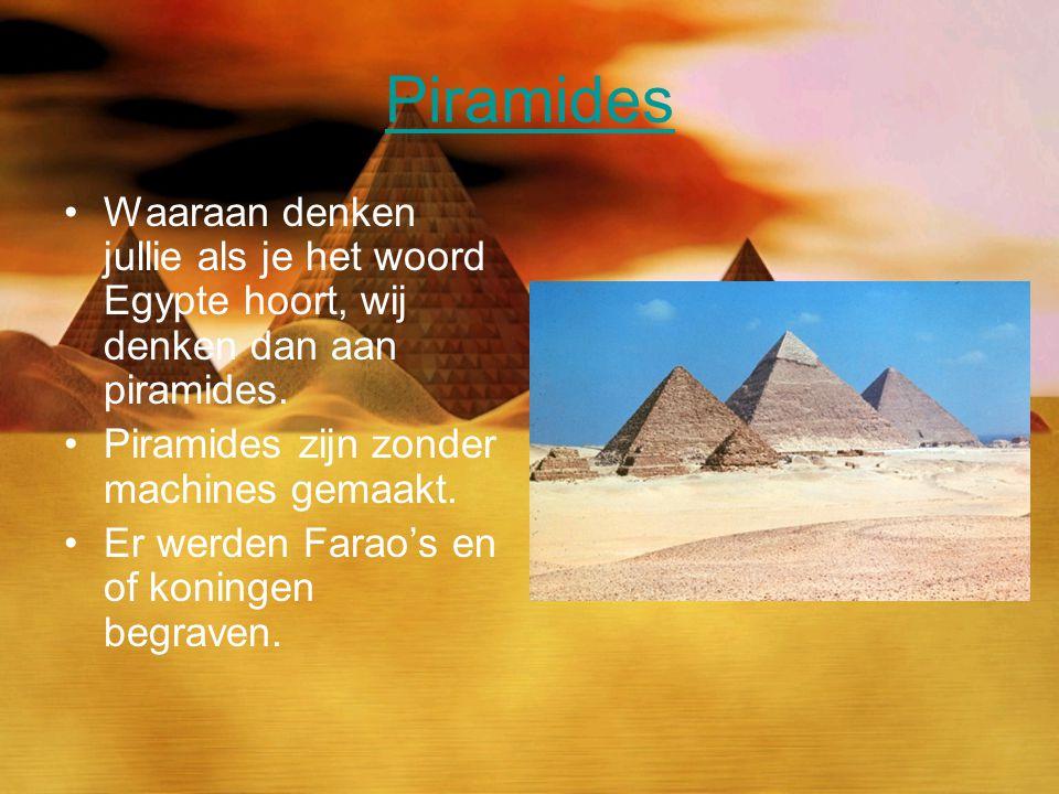 Piramides Waaraan denken jullie als je het woord Egypte hoort, wij denken dan aan piramides. Piramides zijn zonder machines gemaakt.