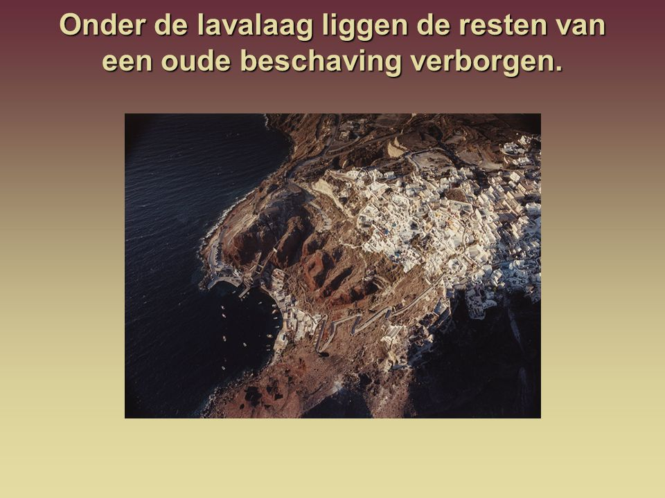 Onder de lavalaag liggen de resten van een oude beschaving verborgen.