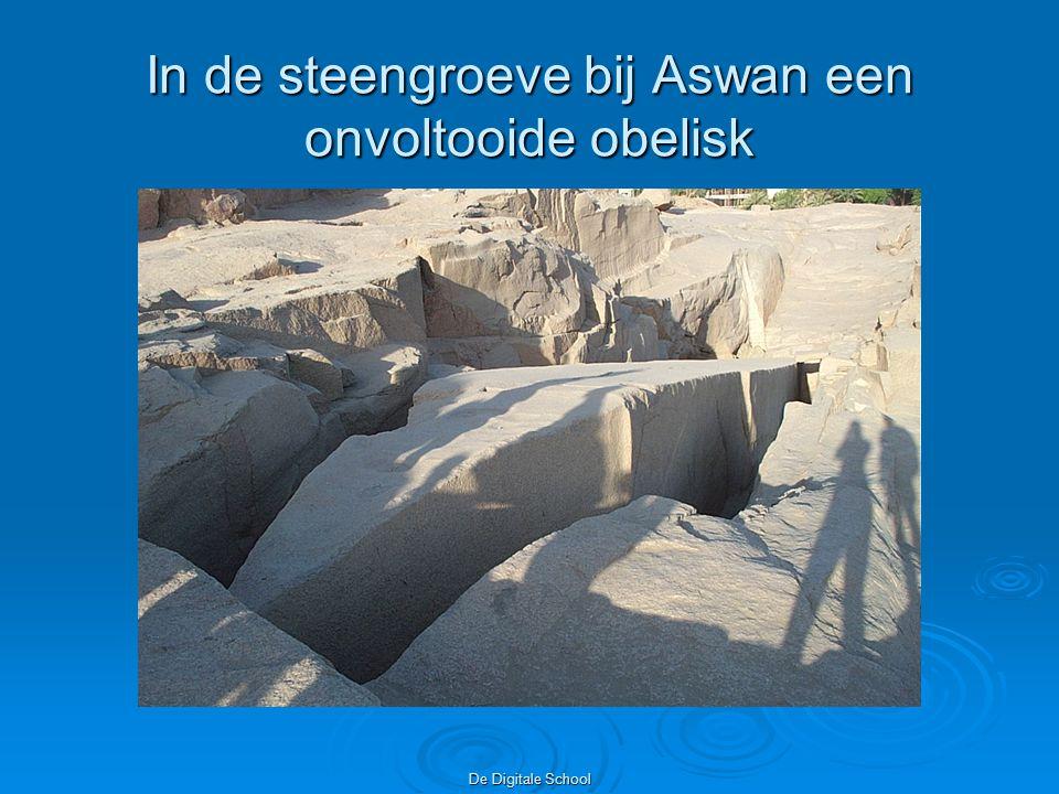 In de steengroeve bij Aswan een onvoltooide obelisk