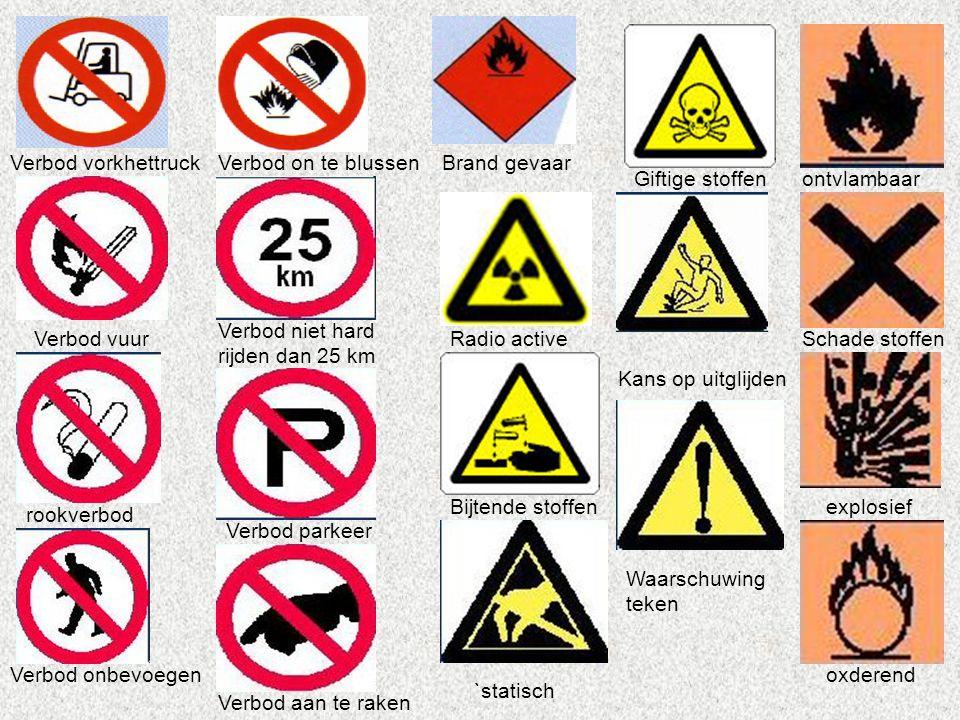 Verbod vorkhettruck Verbod on te blussen. Brand gevaar. Giftige stoffen. ontvlambaar. Verbod niet hard rijden dan 25 km.