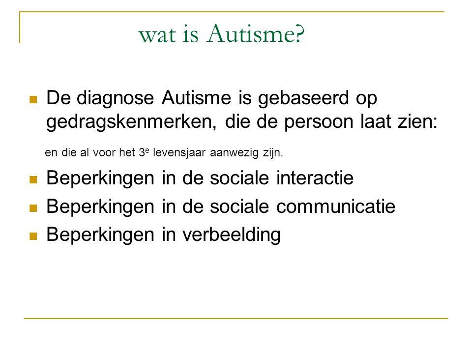 wat is Autisme De diagnose Autisme is gebaseerd op gedragskenmerken, die de persoon laat zien: en die al voor het 3e levensjaar aanwezig zijn.