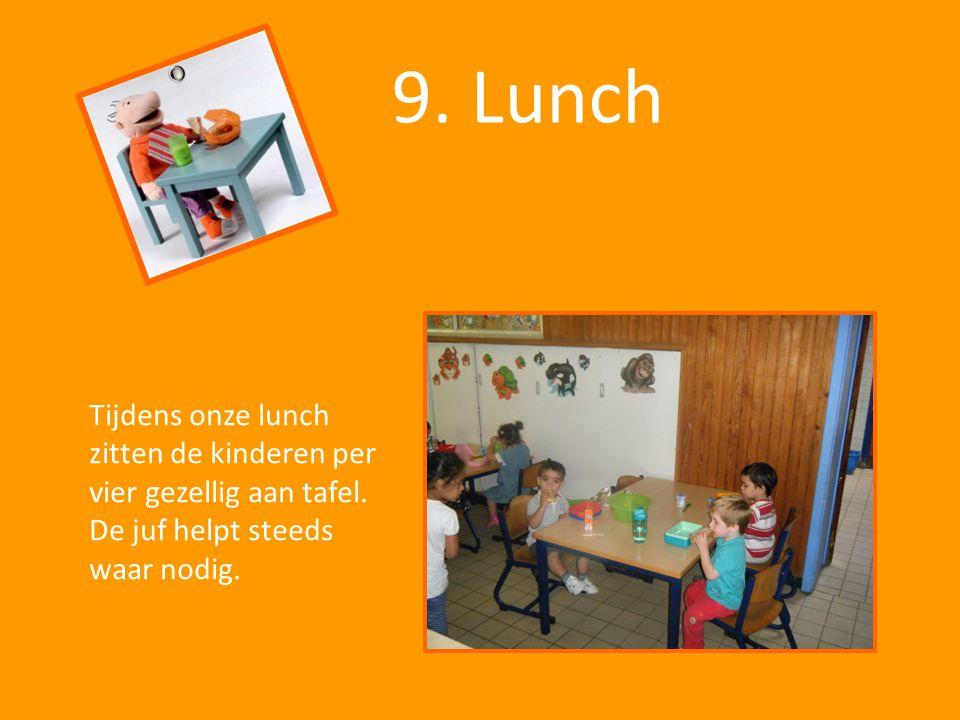 9. Lunch Tijdens onze lunch zitten de kinderen per vier gezellig aan tafel.