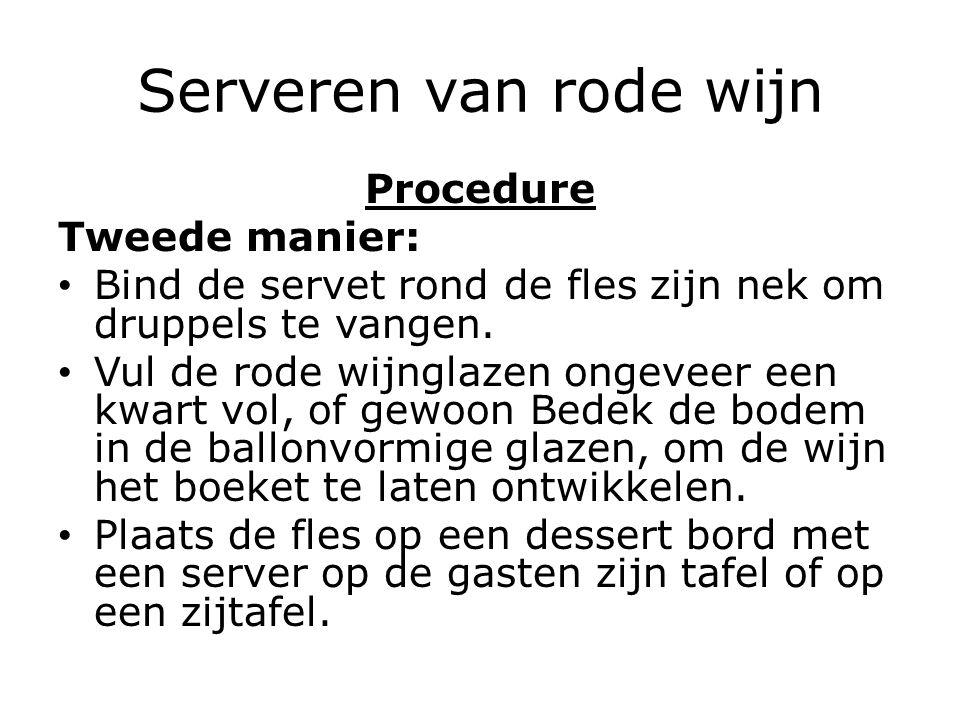 Serveren van rode wijn Procedure Tweede manier: