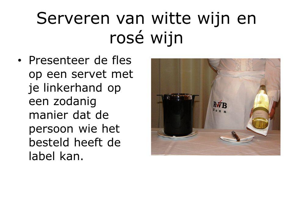 Serveren van witte wijn en rosé wijn