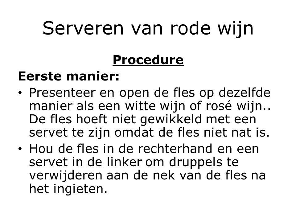 Serveren van rode wijn Procedure Eerste manier: