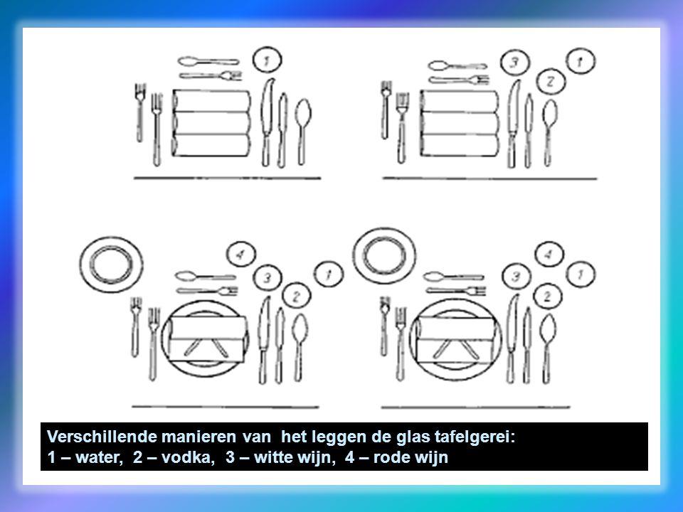 Verschillende manieren van het leggen de glas tafelgerei: