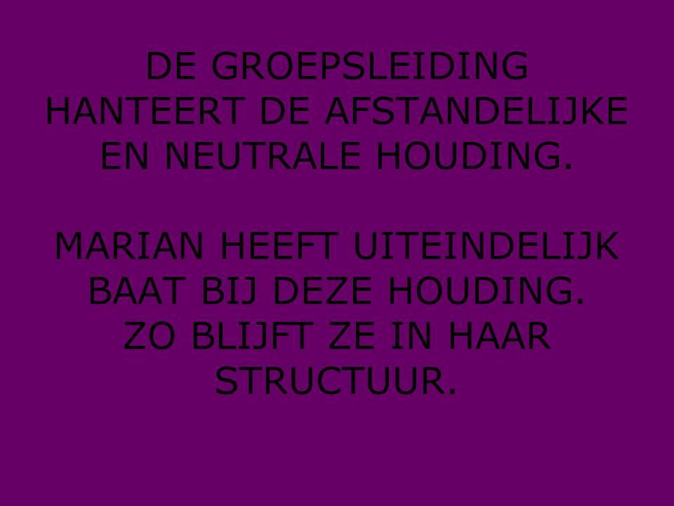 DE GROEPSLEIDING HANTEERT DE AFSTANDELIJKE EN NEUTRALE HOUDING