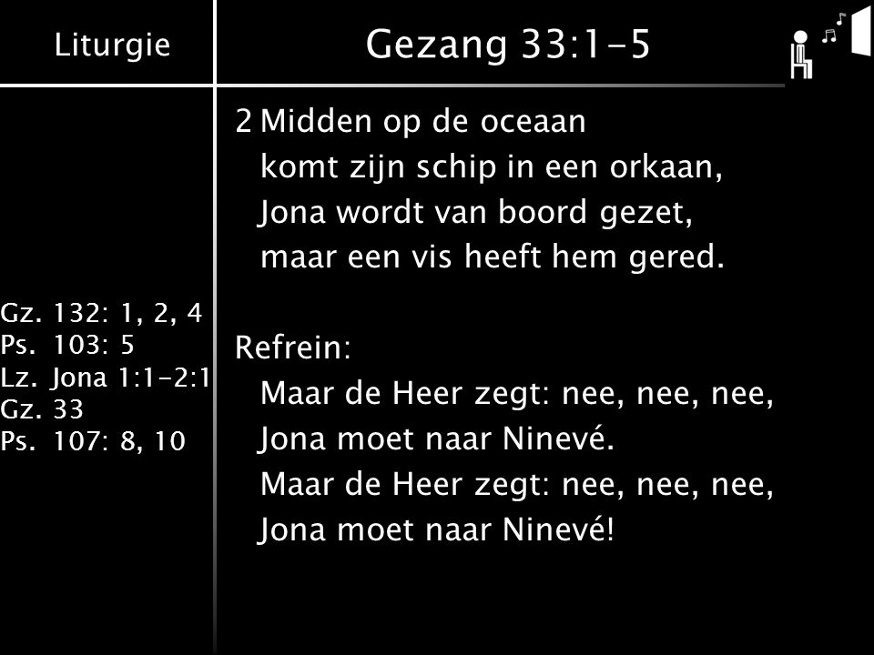 Gezang 33:1-5 2 Midden op de oceaan komt zijn schip in een orkaan,