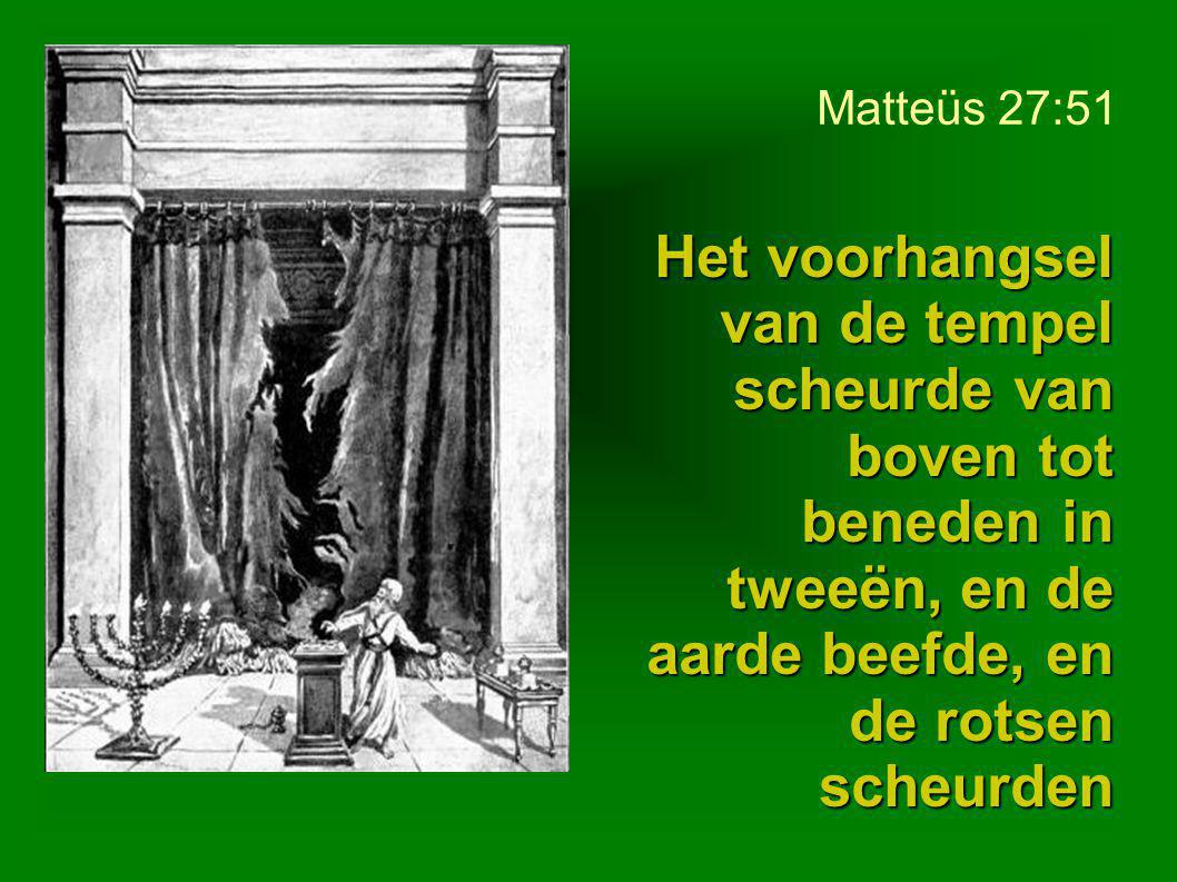 Matteüs 27:51 Het voorhangsel van de tempel scheurde van boven tot beneden in tweeën, en de aarde beefde, en de rotsen scheurden.