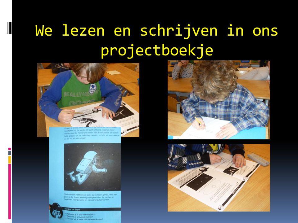 We lezen en schrijven in ons projectboekje