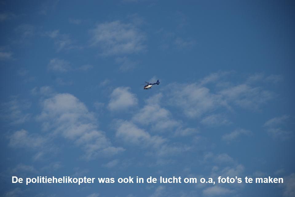 De politiehelikopter was ook in de lucht om o.a, foto's te maken