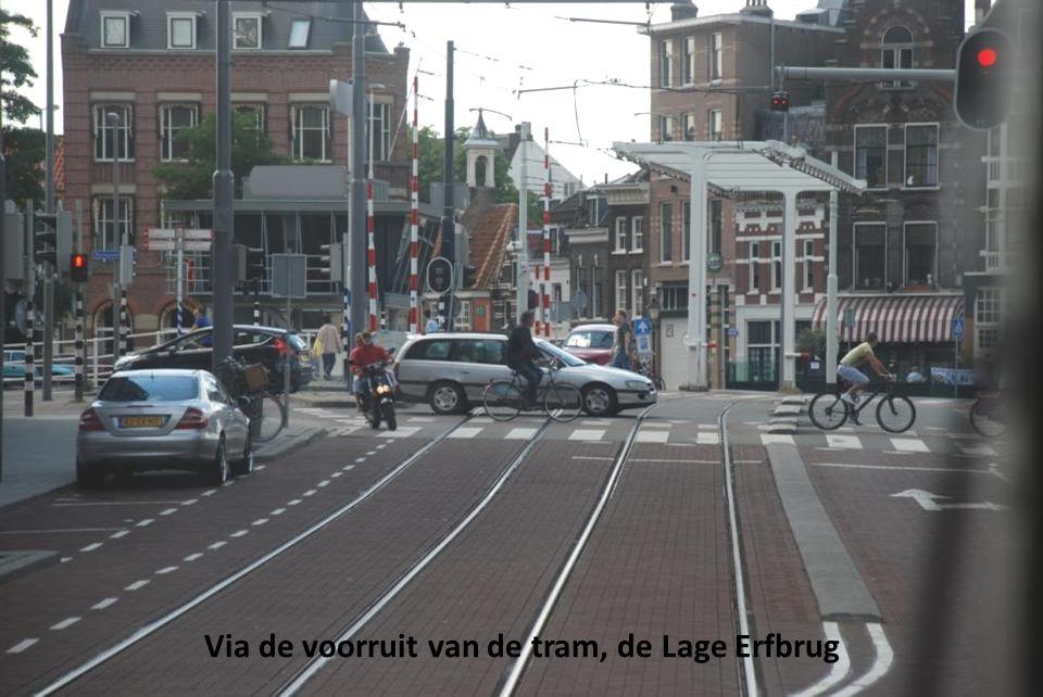 Via de voorruit van de tram, de Lage Erfbrug