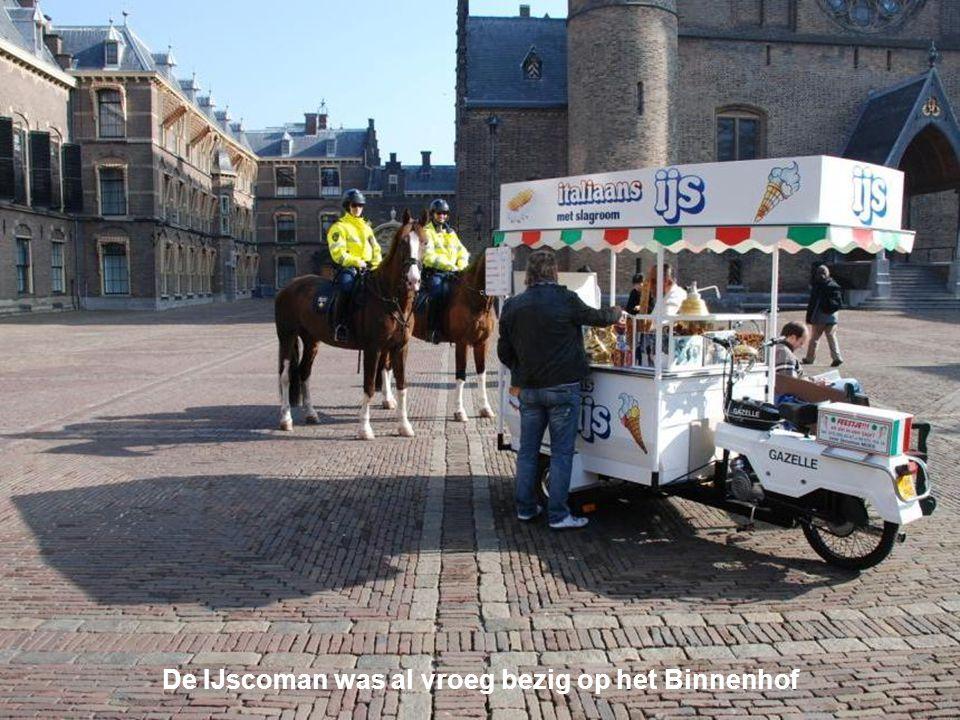 De IJscoman was al vroeg bezig op het Binnenhof