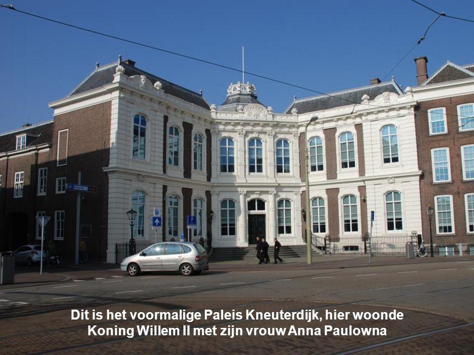 Dit is het voormalige Paleis Kneuterdijk, hier woonde