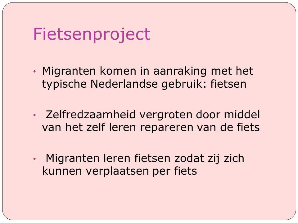 Fietsenproject Migranten komen in aanraking met het typische Nederlandse gebruik: fietsen.