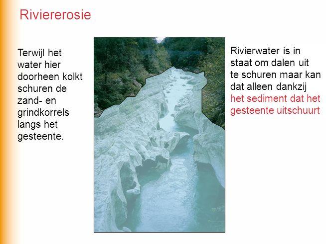 Riviererosie Terwijl het water hier doorheen kolkt schuren de zand- en