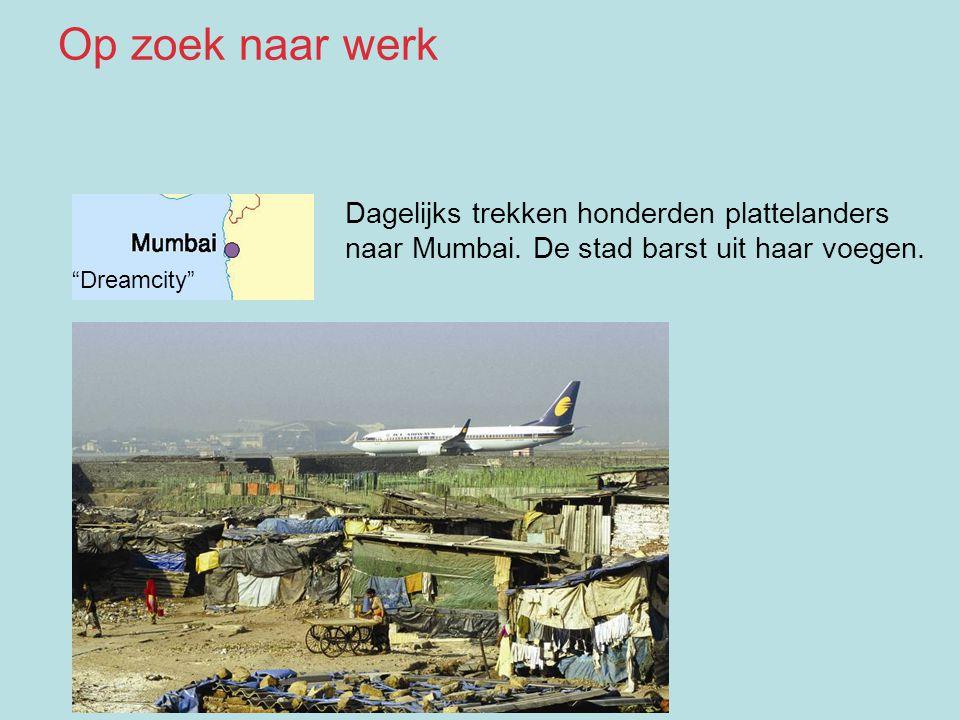 Op zoek naar werk Dagelijks trekken honderden plattelanders naar Mumbai. De stad barst uit haar voegen.