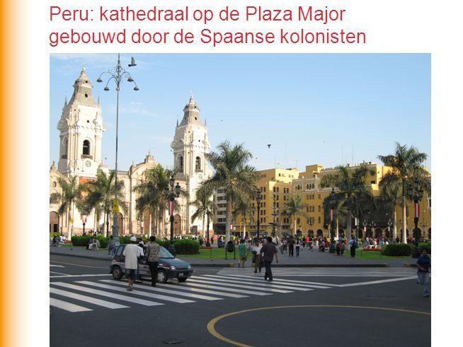 Peru: kathedraal op de Plaza Major gebouwd door de Spaanse kolonisten