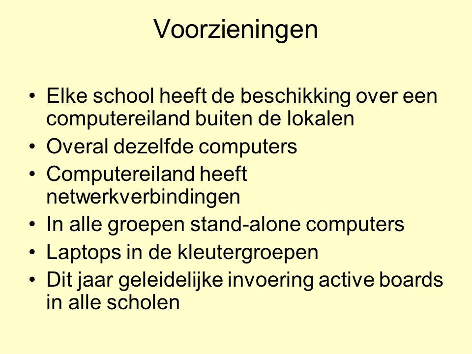 Voorzieningen Elke school heeft de beschikking over een computereiland buiten de lokalen. Overal dezelfde computers.