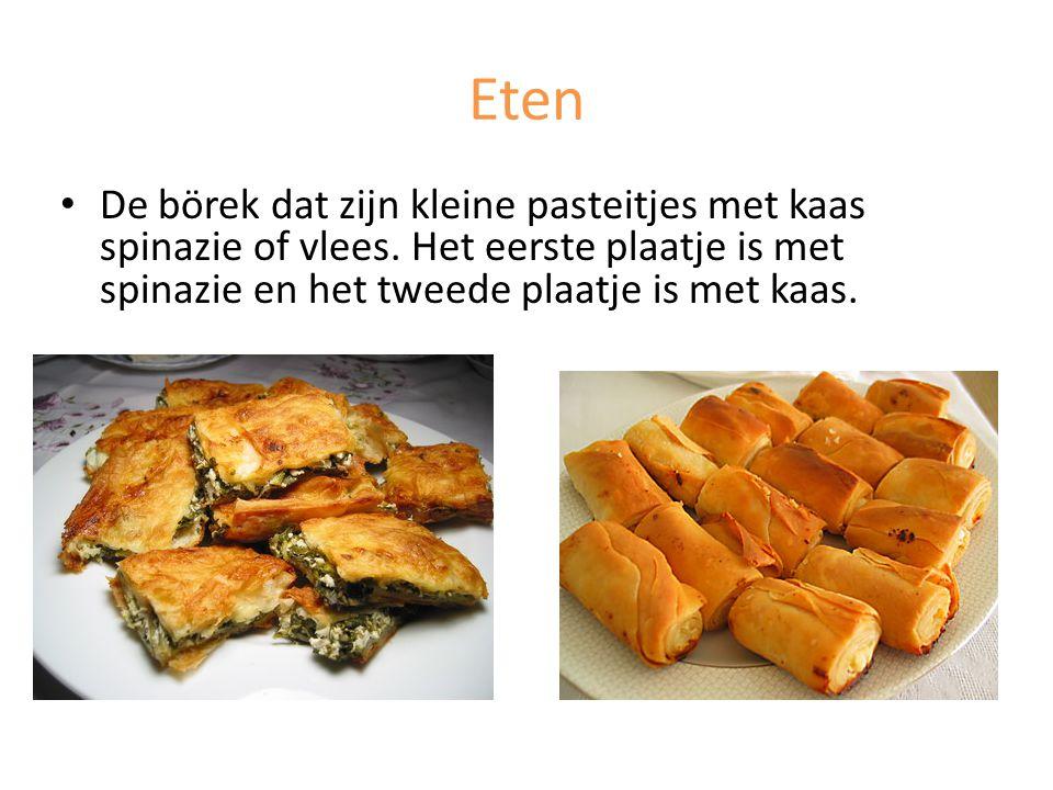 Eten De börek dat zijn kleine pasteitjes met kaas spinazie of vlees.